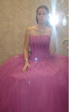 julia-allison-prom.JPG